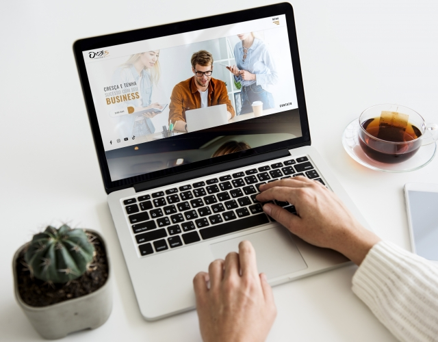 Case de Website ONZE5 Produções
